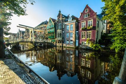 Alte Häuser am Kanal in Alkmaar
