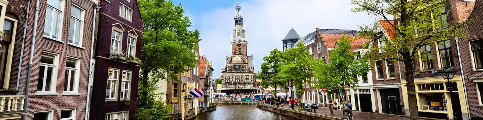 Blick vom Kanal auf die Altstadt von Alkmaar