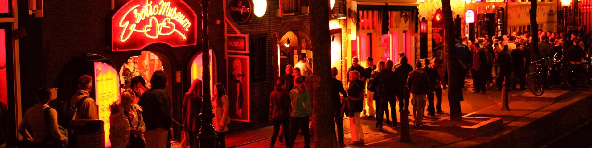 Amsterdam Rotlichtviertel bei Nacht