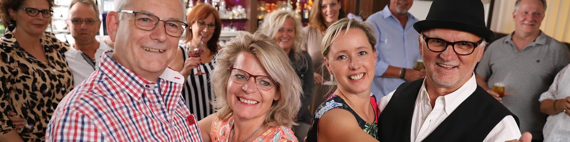 Pärchen tanzen beim Tanzworkshop im Beverland