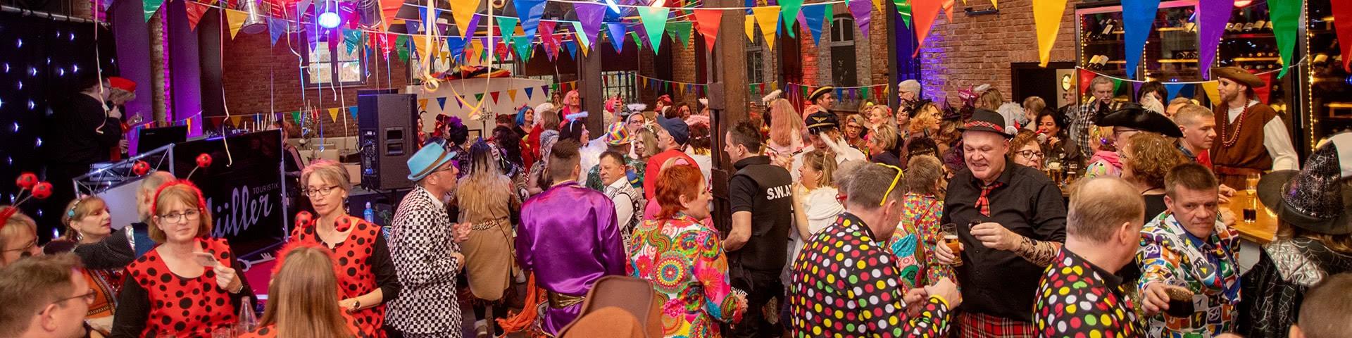 Partystimmung im Kaseinwerk auf der Altweiberparty im Beverland