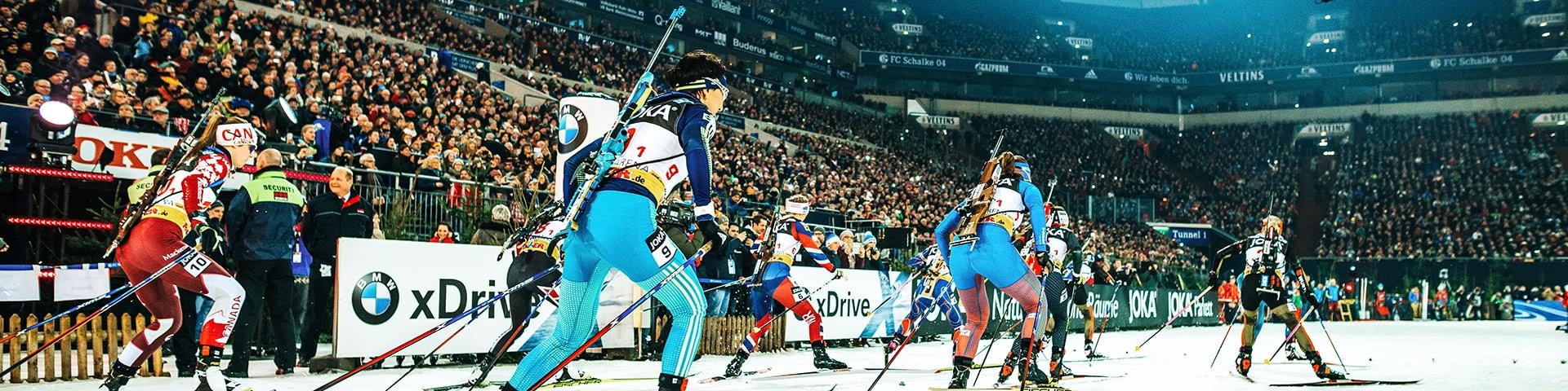 Biathlon-Läufer in Action in der Veltins-Arena