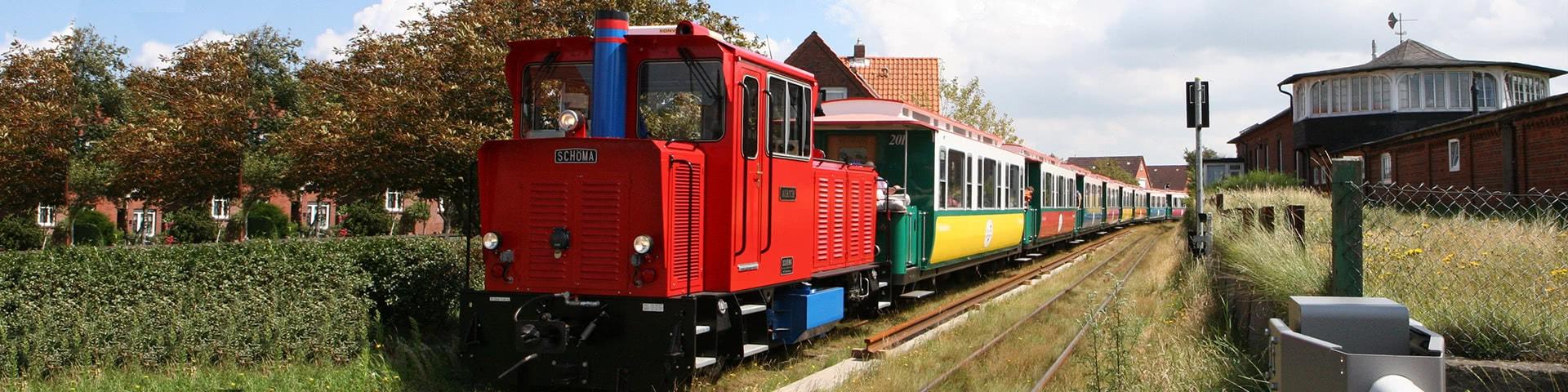 Bunte Inselbahn auf Borkum