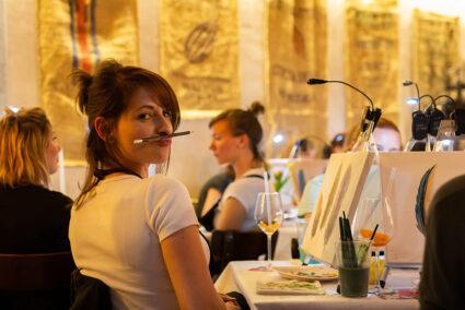 Teilnehmerin einer Artnight in Bremen