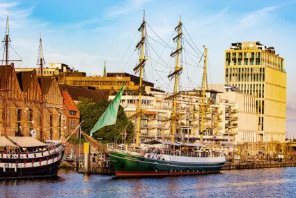 Segelschiff Alexander von Humboldt auf der Weser in der Bremer Altstadt