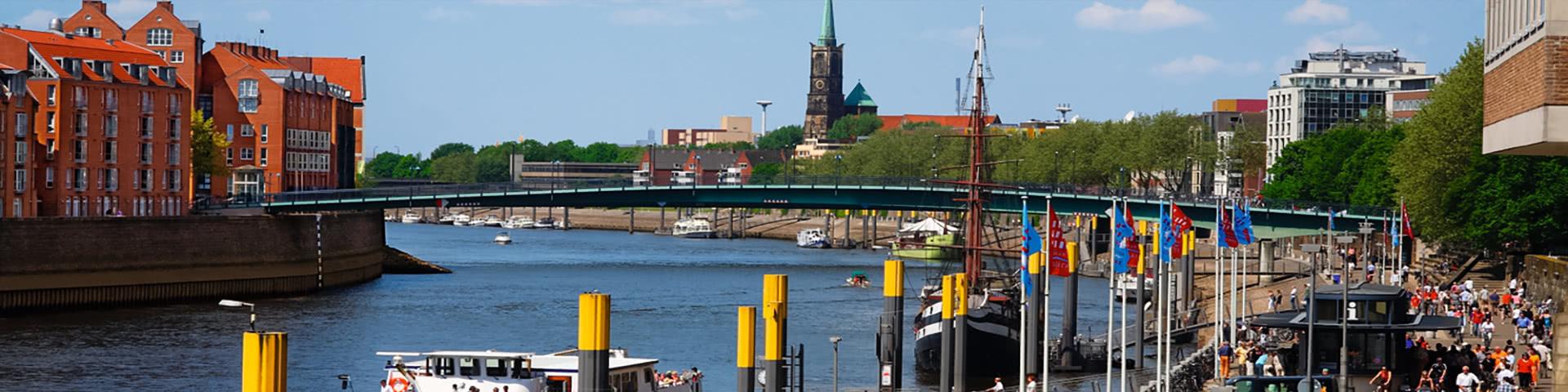 Schiffsanleger an der Weser in der Altstadt in Bremen