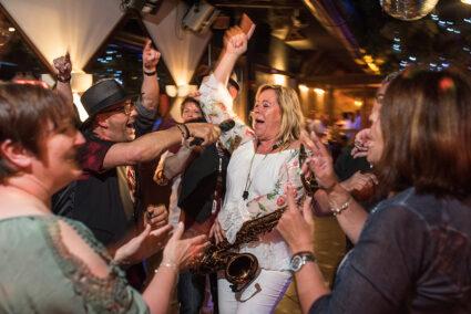Ausgelassene Party in einer Disco in Cochem