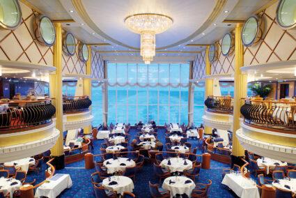 Restaurant mit Blick auf das Meer des Color-Line-Schiffs