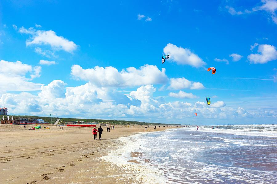 Strand in Egmond aan Zee bei Sonnenschein