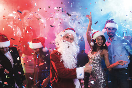 Ausgelassene Weihnachtsparty in Egmond aan Zee