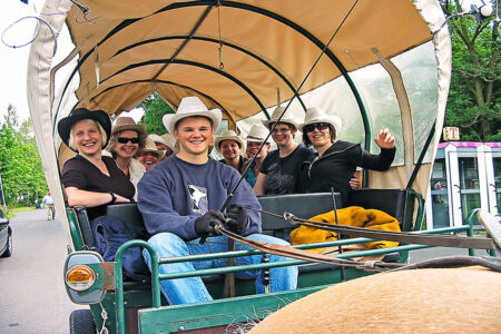 Gruppe macht Planwagenfahrt in Frielendorf