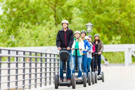 Gruppe macht Segway-Tour in Frielendorf