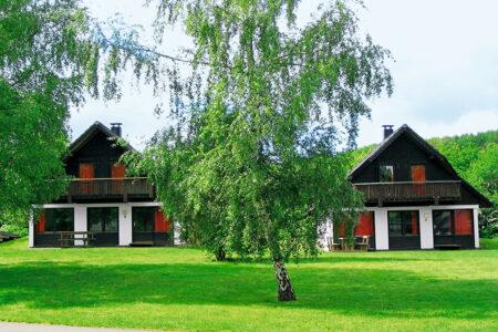Außenansicht Feriehäuser im Ferienwohnpark am Silbersee in Frielendorf
