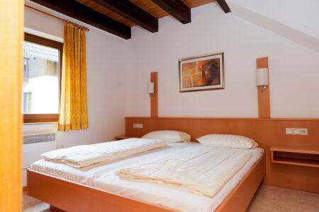 Schlafzimmer in einem Ferienhaus im Ferienwohnpark am Silbersee in Frielendorf
