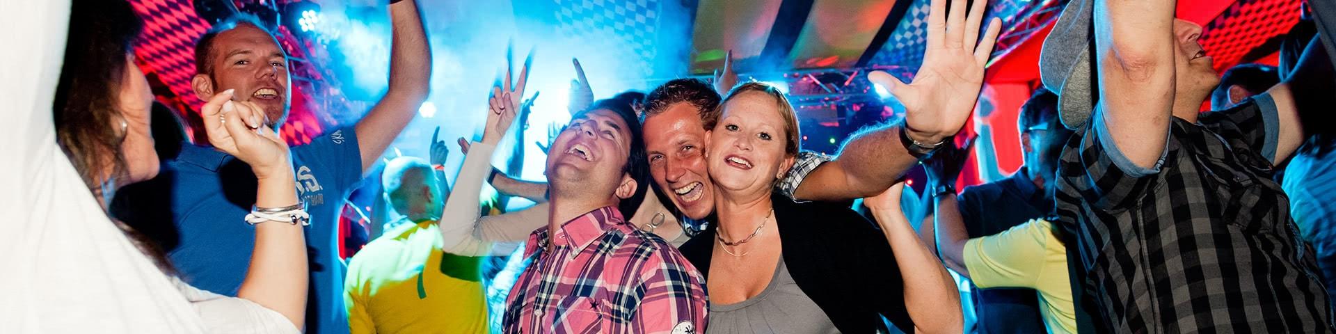 Tanzende Menschen in Frielendorf