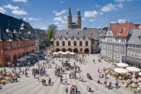 Reges Treiben auf dem Marktplatz in Goslar