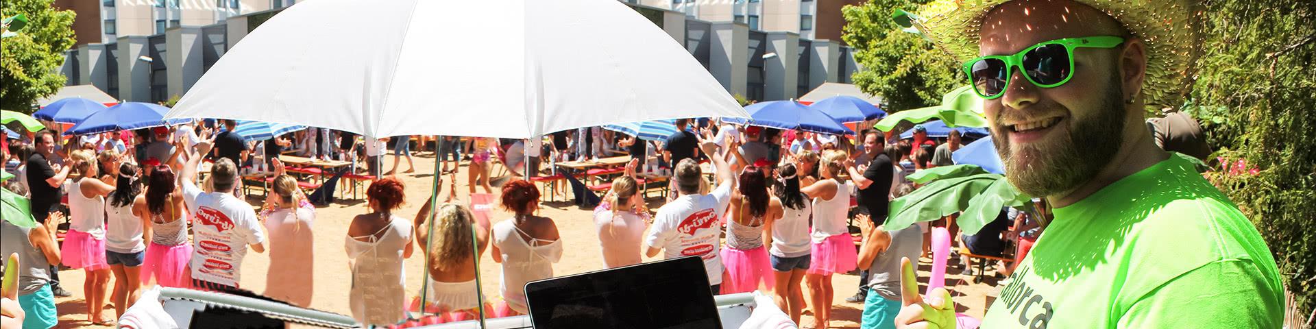 DJ auf einer Beachparty in Hallorca
