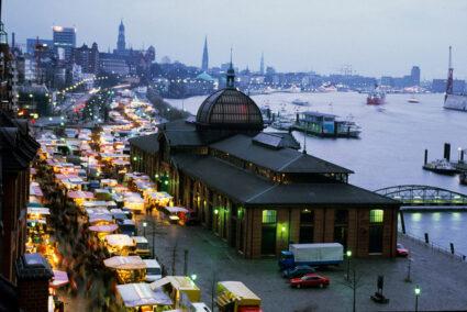 Luftansicht Hamburger Fischmarkt bei Morgendämmerung