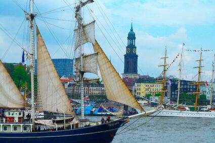 Große Segelschiffe auf dem Hamburger Hafengeburtstag