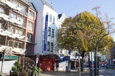 Außenansicht a&o Hotel in Hamburg
