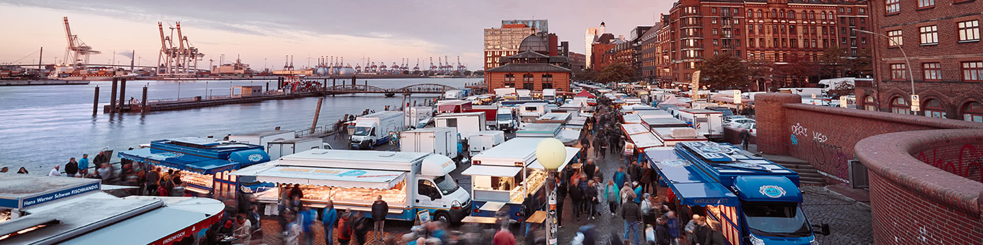 Hamburger Fischmarkt bei Morgendämmerung