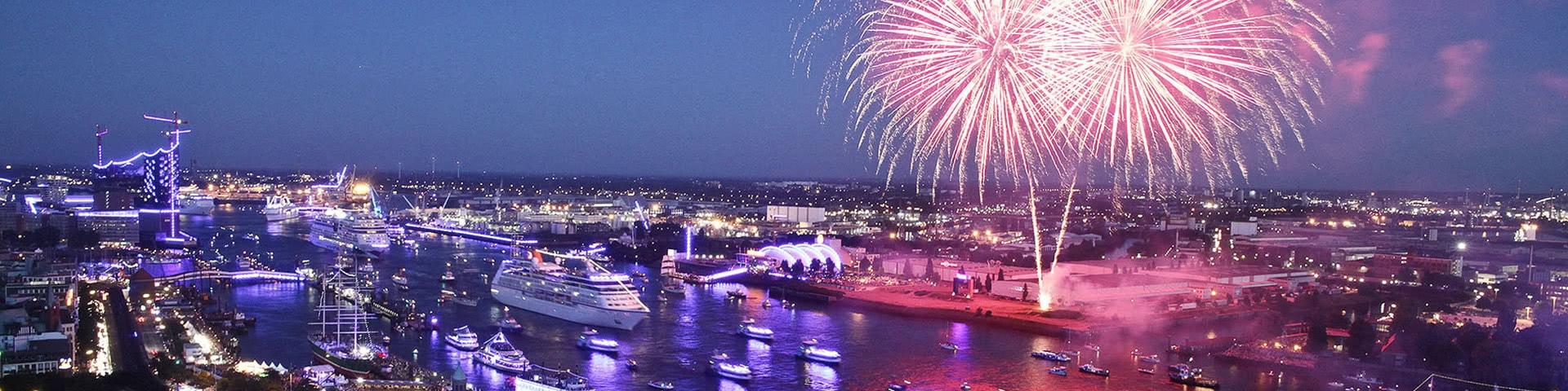Großes Feuerwerk beim Hamburger Hafengeburtstag