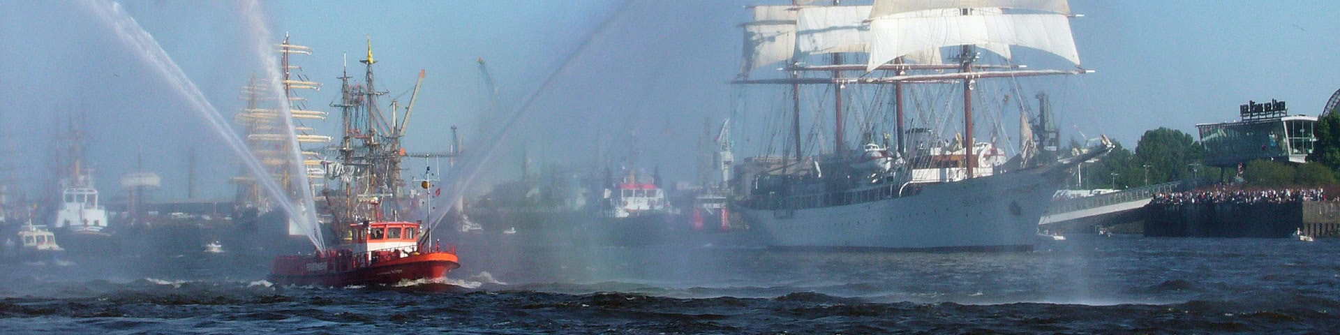 Schlepperbalett auf dem Hamburger Hafengeburtstag
