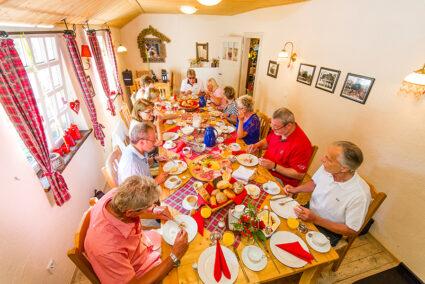 Gruppenfrühstück im Hasetal