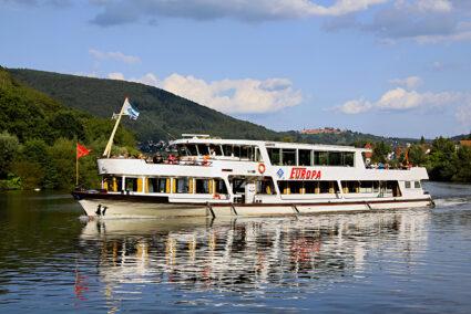 Passagierschiff auf dem Naeckar in Heidelberg