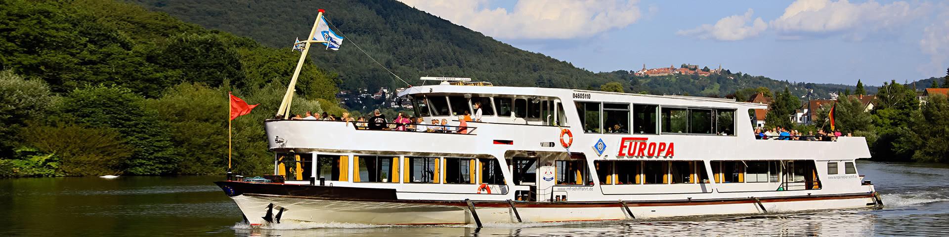 Passagierschiff auf dem Neckar in Heidelberg