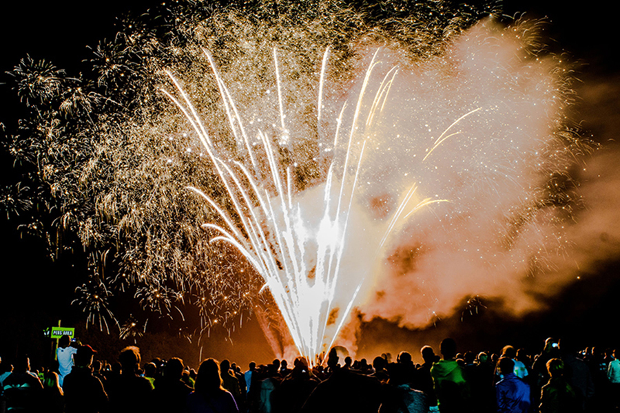 Feuerwerksfontäne beim Feuerwerksfestival in Kalkar