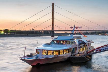 KD Rheinpoesie auf dem Rhein bei Dämmerung