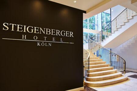 Treppenaufgang im Steigenberger Hotel Köln