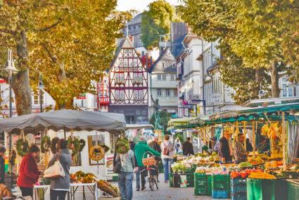 Wochenmarkt in der Altstadt von Limburg