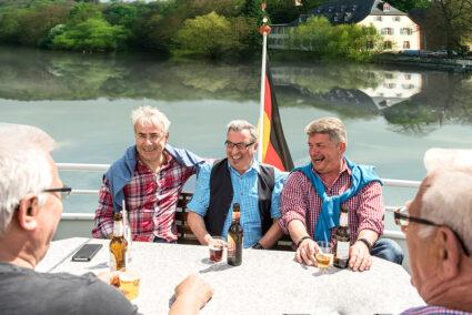Geselligkeit bei der Schifffahrt in Limburg