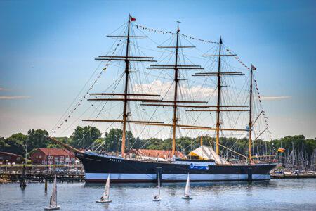 Großes Segelschiff in Travemünde