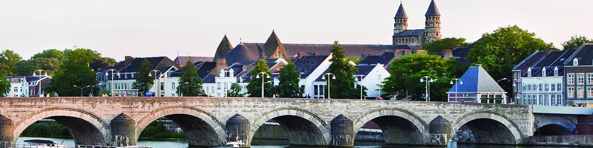 Große Brücke über die Maas in Maastricht