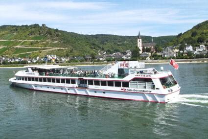 Schiff KD Godesbug fährt auf dem Rhein in Mainz
