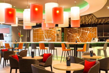 Hotelbar im Hotel Holiday Inn Munich City Centre in München