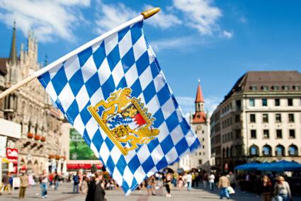 Bayrische Flagge in der Innenstadt von München