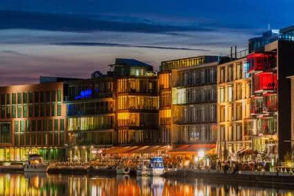Beleuchteter Stadthafen in Münster