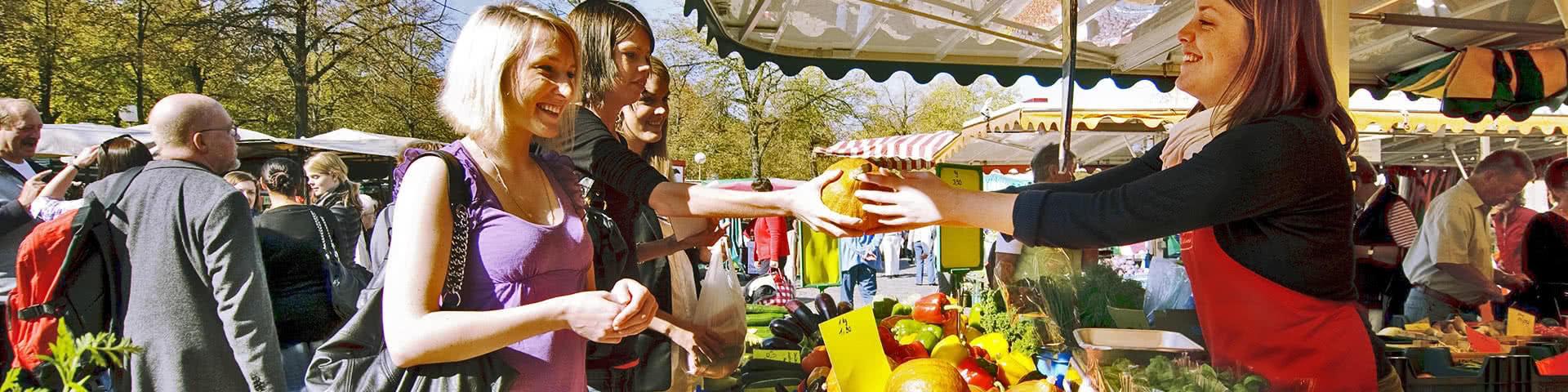 Einkaufen auf dem Wochenmarkt in Münster