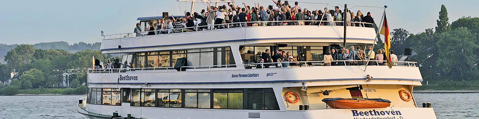 Schifffahrt auf dem Rhein bei Neuwied