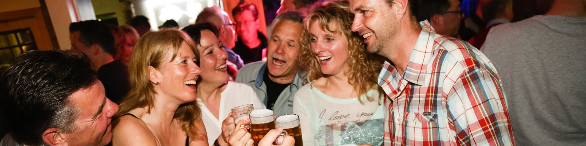 Gemeinsames Bier trinekn in Olsberg