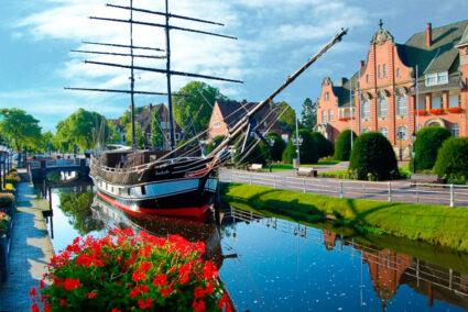 Rathaus am Kanal in Papenburg