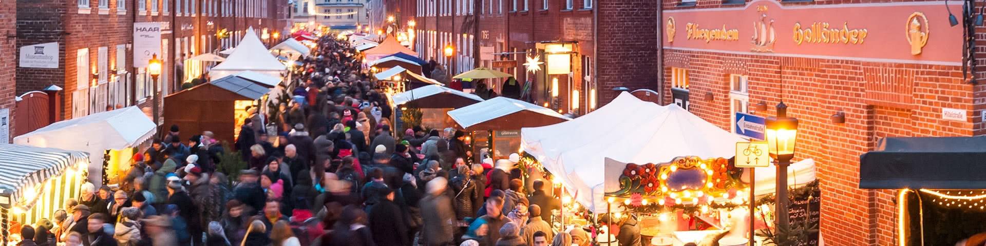 Belebter Weihnachtsmarkt in Potsdam