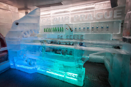 Theke in dem Ice-Pub in Prag