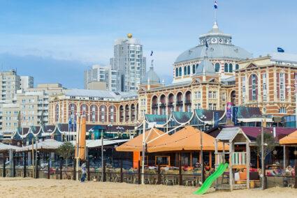 Gebäude am Strand in Scheveningen