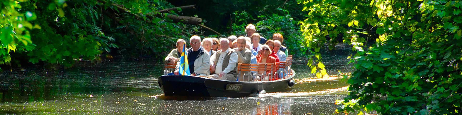 Gruppe macht Fleetkahnfahrt in Stade