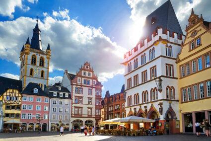 Hauptmarkt mit Sankt Gangolf und Steipe in Trier